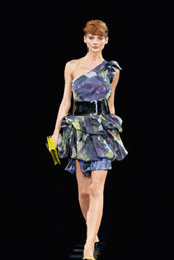 Super modne kreacje wieczorowe - sukienki karnawa�owe