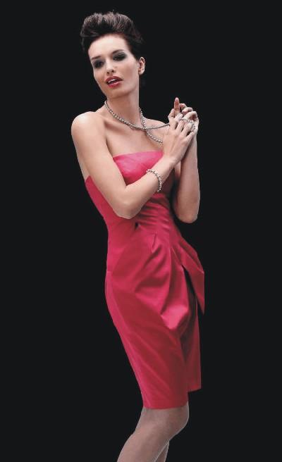 Popularne kreacje wieczorowe - sukienki balowe i sylwestrowe